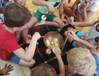 Miért izgalmas játék a zengi-bongi varázsolda?